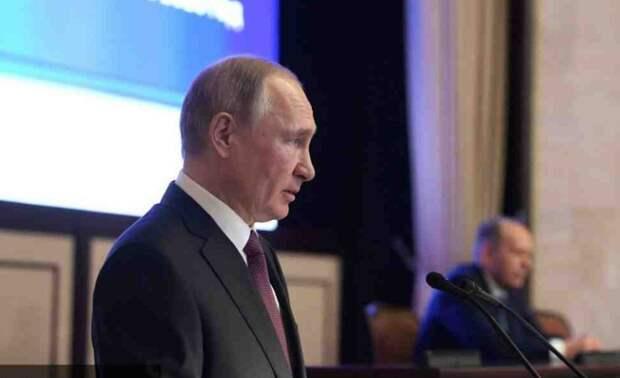 «Москва делает последнее предупреждение»: Киевские СМИ напугались выступления Путина