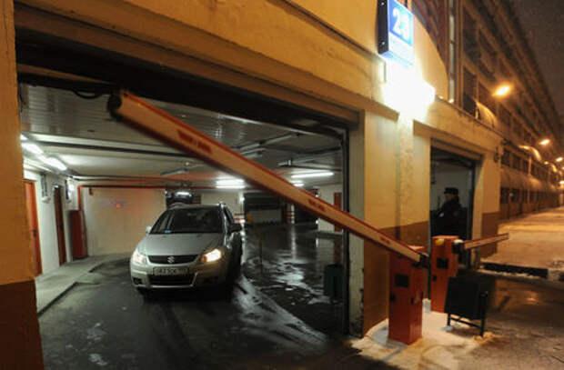 Платные парковки во дворах: «За рулем» разобрался, что происходит в Москве