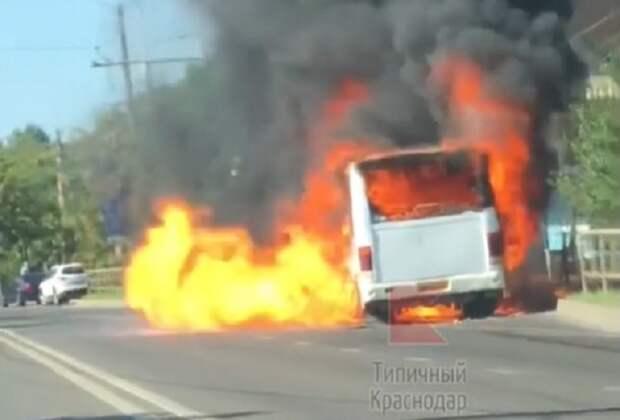 В Юбилейном микрорайоне Краснодара сгорел пассажирский автобус