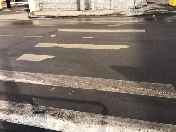 Вместе со снегом в Симферополе растаяли «зебры» и асфальт