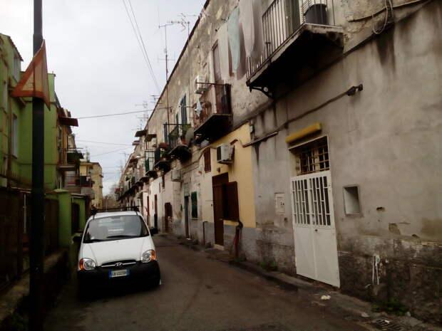 Как вам такая романтика на обычной итальянской улице?