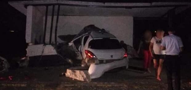 В Ленинском районе Крыма в ДТП погиб водитель легковушки