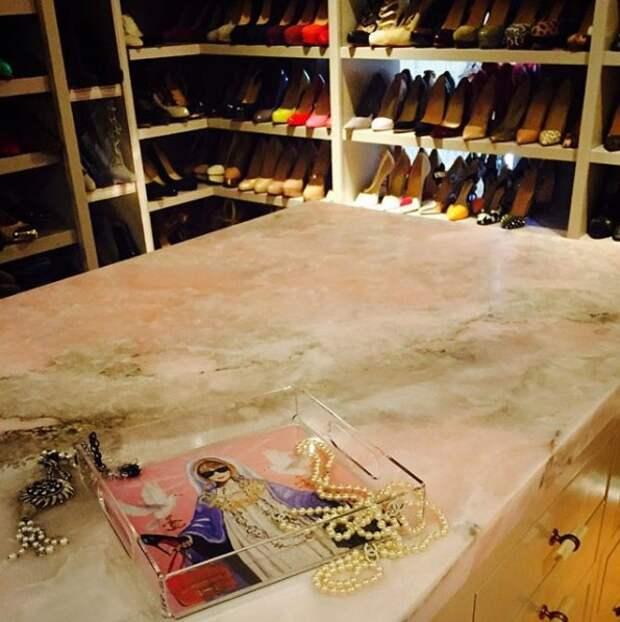 Загляните вшкаф звезды: 10 умопомрачительных гардеробных знаменитостей