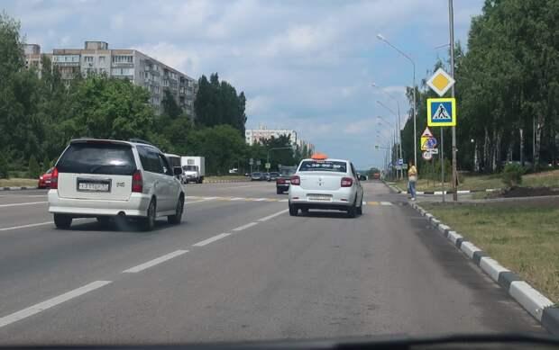 остановился, чтобы пропустить пешехода