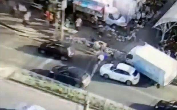 Грузовик влетел на рынок: пять женщин серьезно пострадали