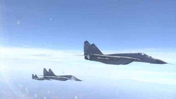 Штаб Трампа напугал американцев плакатами с российскими МиГ-29
