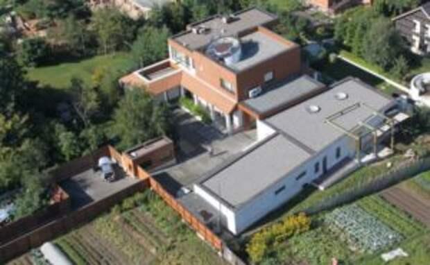 «Курятник»: у Ивана Урганта есть полный набор элитной недвижимости