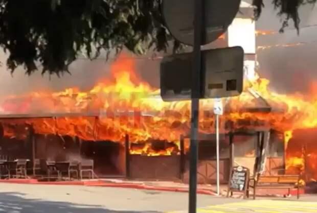 В Сочи сгорело кафе