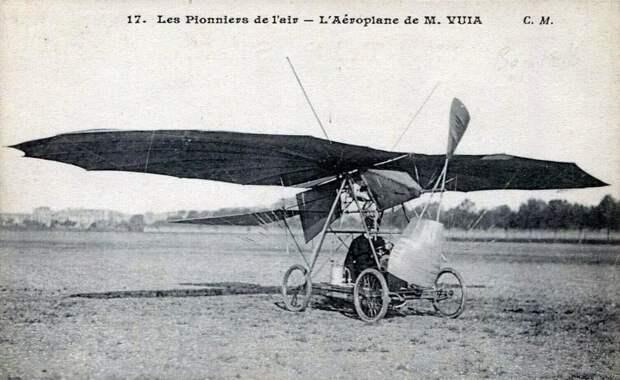 Возможно, это изображение (летательный аппарат, на открытом воздухе и текст «17. Les Pionniers de l'air L'Aéroplane de m. VUIA C. M.»)