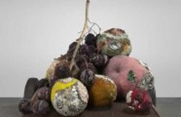 Современное искусство: Скульптор создаёт из драгоценных камней массивные гнилые плоды: Эстетика разложения