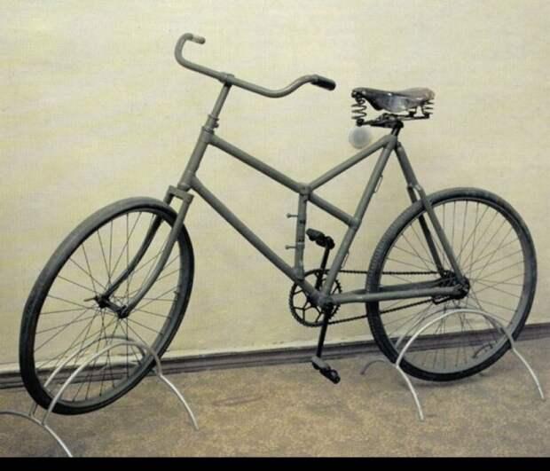 Один из первых российских боевых велосипедов «Дукс боевой».