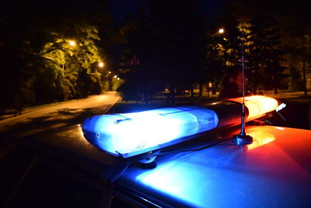 В России оштрафовали водителя, переключавшего передачи шваброй