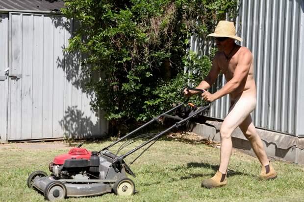 Всемирный день голого садовника