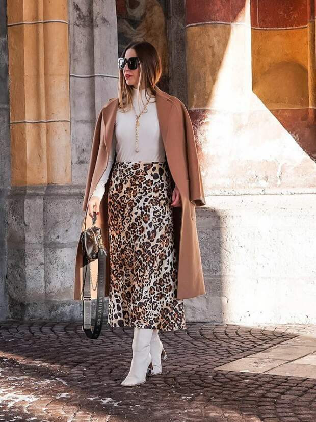 Почему выгодно иметь в гардеробе одежду цвета кэмел, особенно если ваш возраст уже называют элегантным