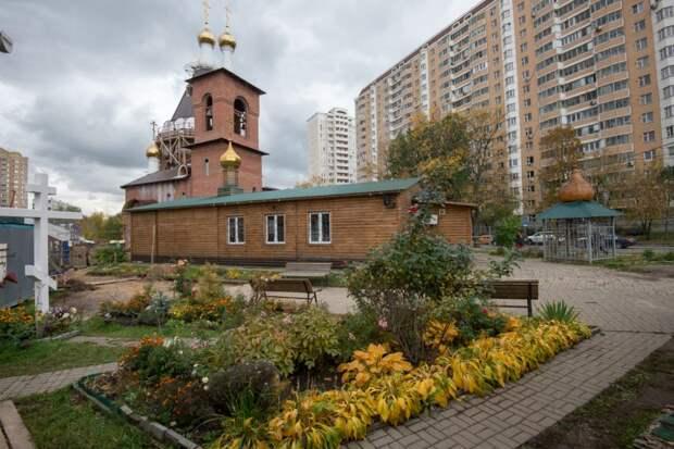 Храм на улице Дубнинской введут до конца 2020 года