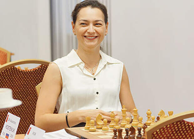 Александре Костенюк вручен Кубок мира по шахматам