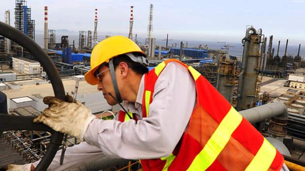 Китай скупает дешевую нефть для госрезервов