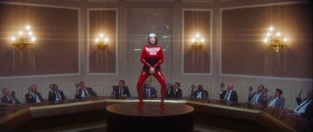 Клип Лободы и Фараона на песню «Bom Bom» набрал уже почти 300 тыс дизлайков