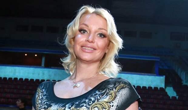 «Обожаю тебя»: мачеха-телеведущая обратилась к дочке Волочковой