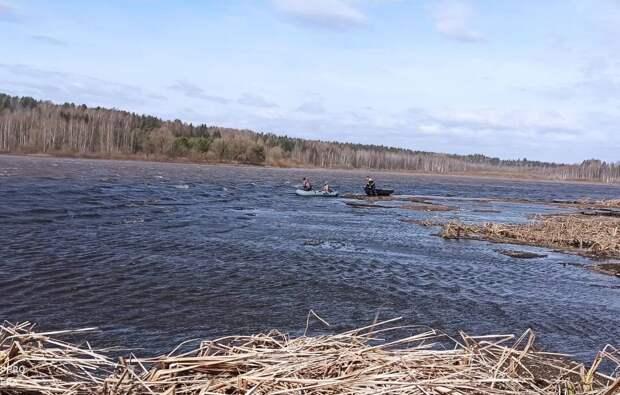 В Удмуртии спасатели помогли отцу и сыну, решившим порыбачить в ветреную погоду