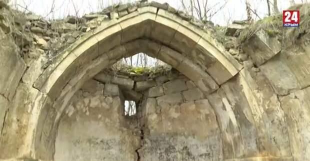 В Белогорском районе практически разрушились три старинных армянских храма