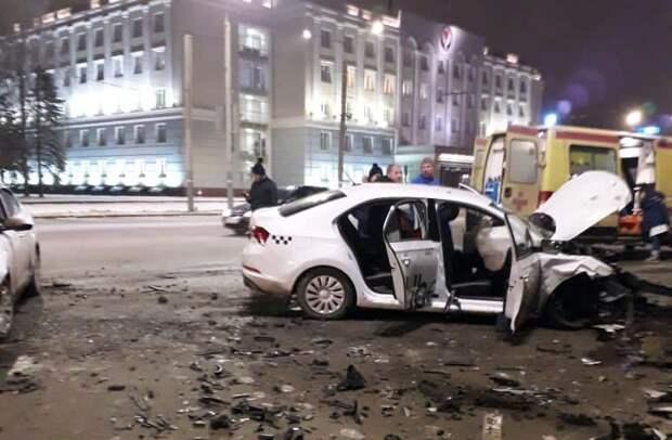 Четыре человека получили травмы при ДТП у Центральной площади Ижевска