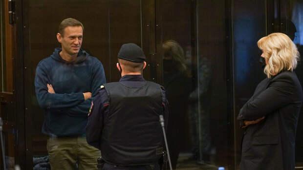 Заноза в теле Путина:  Что увидели на суде над Навальным западные СМИ