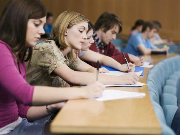 Творческие экзамены для поступления во многие вузы пройдут онлайн