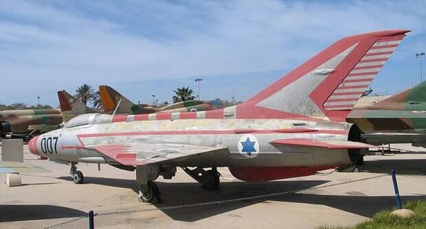 Самолёт, угнанный Муниром Редфа, в музее ВВС Израиля Источник: wikipedia.org - Операция «Пенициллин» | Военно-исторический портал Warspot.ru
