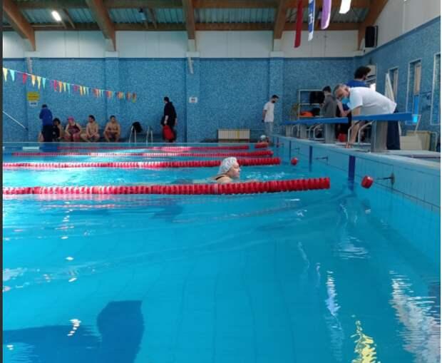 Пловчиха из Отрадного стала бронзовым призером окружных соревнований