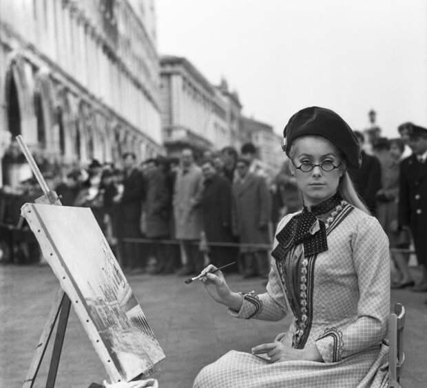 Редкие фотографии известных людей, отдыхающих в Венеции в 1950-60-е годы