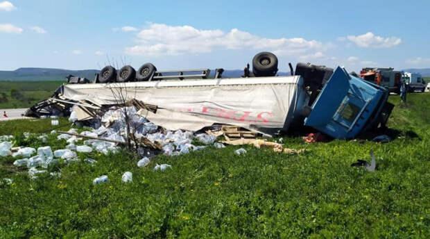 Фура насмерть задавила водителя легковушки в Крыму