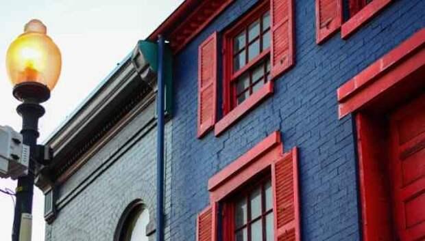 История из жизни о том, как дом с красными ставнями чуть не стал нашей братской могилой
