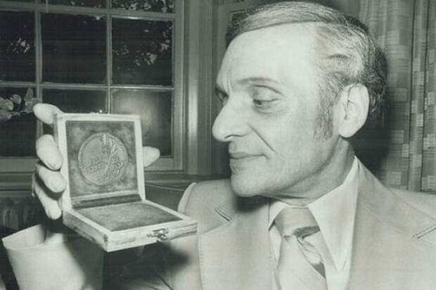 Власть над временем: Сид Гурвич изобрел машину времени еще в прошлом веке