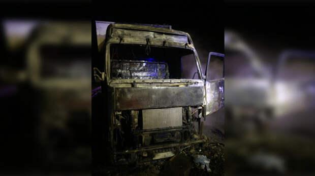 Грузовой автомобиль загорелся натрассе М-4 «Дон» вРостовской области