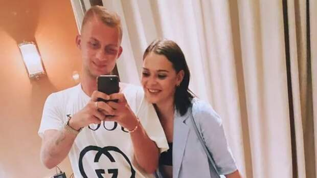 Сотникова выложила фото с игроком «Локомотива» Бариновым