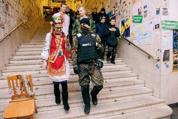 """Собчак похвалилась, что ещё """"сикушкой"""" помогала шатать Россию"""