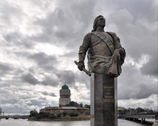 Первый памятник Апраксину установлен лишь в 2010 году — в Выборге.