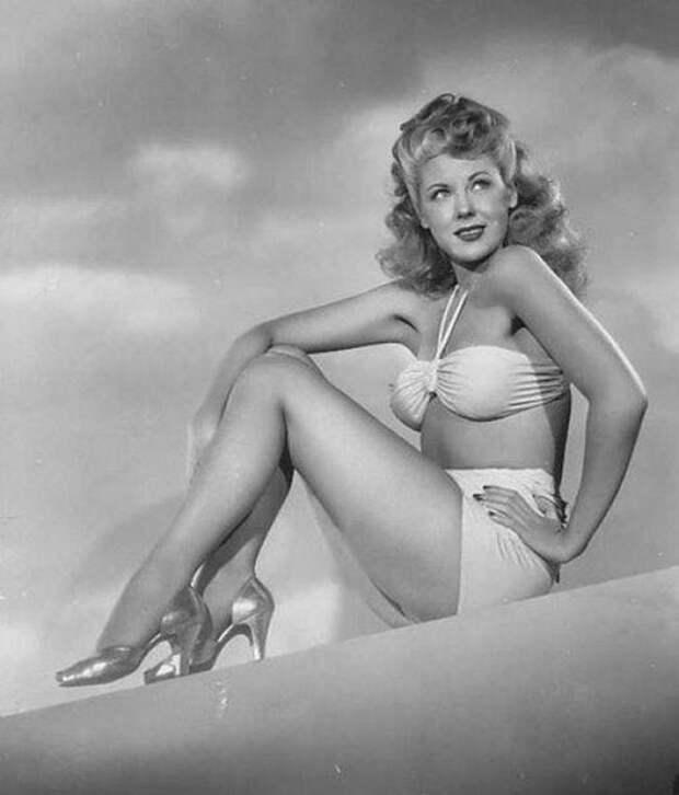 """В 1940-х певица и актриса Мэри МакДональд (Marie McDonald) носила прозвище """"Роскошное тело""""."""