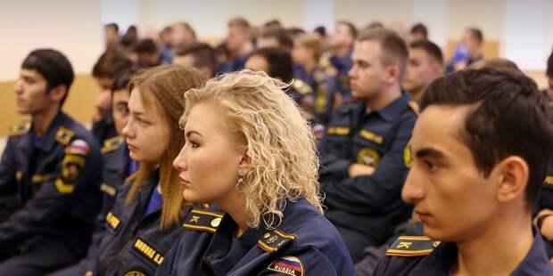 В Службе 112 Москвы провели экскурсию: профориентация для курсантов. Фото: Департамент ГОЧСиПБ