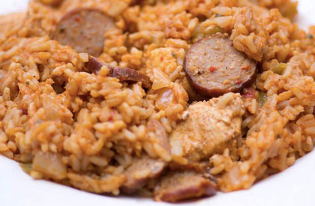 Плов лентяя: берем рис и добавляем в него все, что есть под рукой