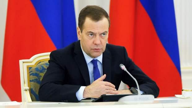 Медведев назвал пенсионные изменения самым трудным решением за 10 лет