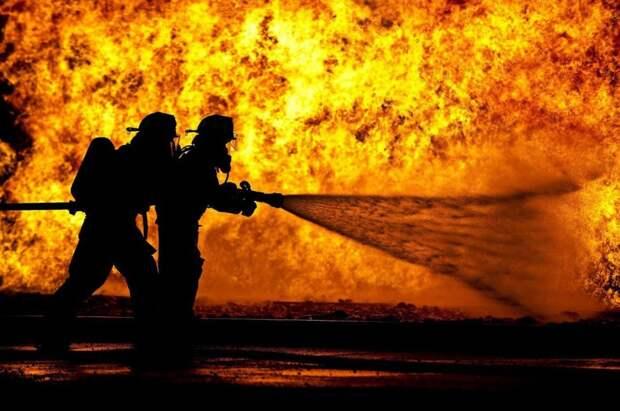 Пожары в САО: на Ленинградском проспекте загорелся грузовой автомобиль