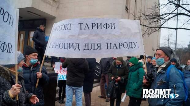 Зеленского пришли «поздравлять» его избиратели с платежками