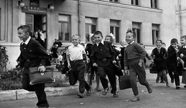 Как мы вообще выжили?! Экстремальные развлечения нашего детства (8 фото)