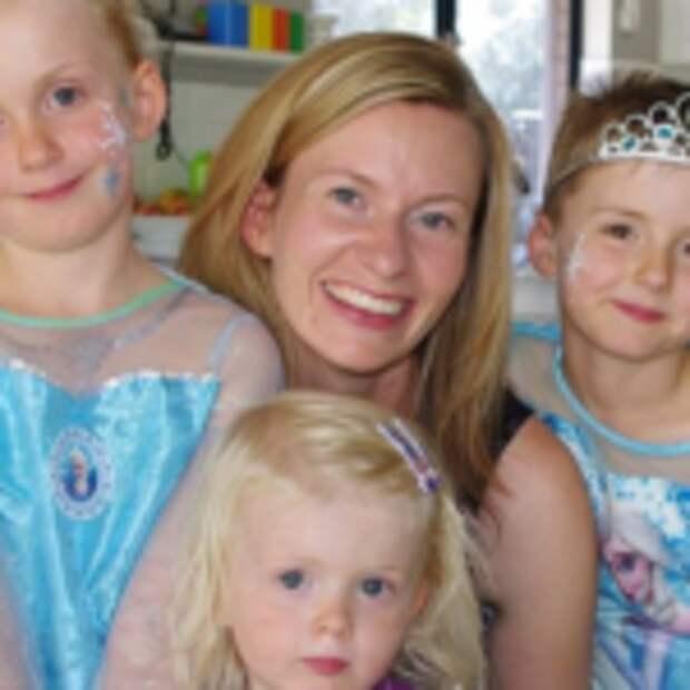Мама из Австралии разрешает семилетнему сыну одеваться как принцесса