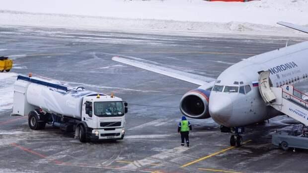 «Газпром нефть» втри раза увеличила заправку самолетов аэропортах Новосибирска и Красноярска
