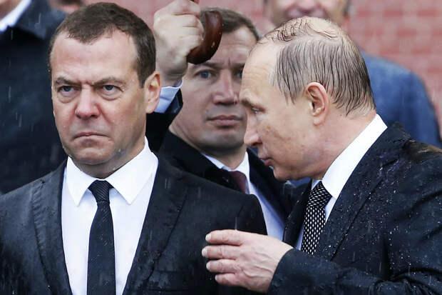 К власти пришёл серый, незаметный и невзрачный чекист Владимир Путин...