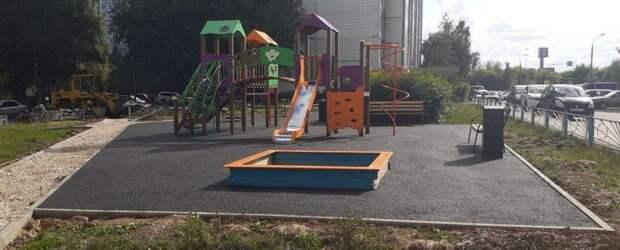 Детскую площадку на Псковской откроют к концу августа