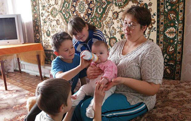 Правительство выплатит 1,5 млрд рублей многодетным семьям